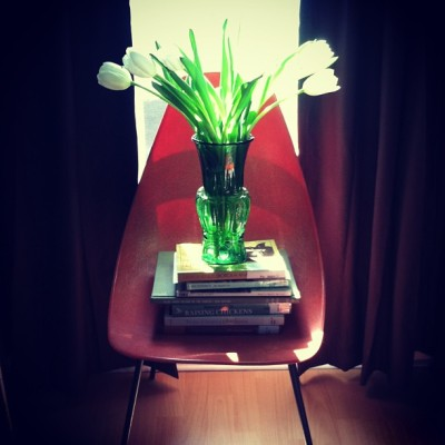 willing it to be spring… #tulips #orange #green #books  (at the squirrel's nest )