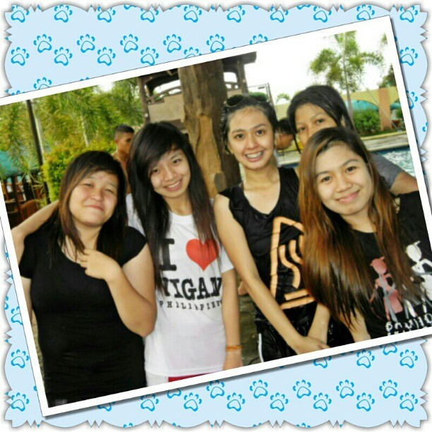 i-hashtag mo na yan!!! hahaha #tbt#friends#prettyfriends#pretty#asian#pinay#ana#suzane#kare#carla#haha#throwback#photofancie#summer#swimming