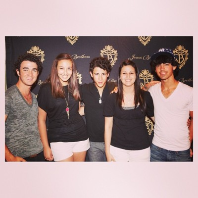 throwback go when @suziedjord and I met the Jonas brothers #tbt #throwbackthursday #jonasbrothers #me #goodday #jonas #nickjonas #kevinjonas #joejonas #nobigdeal