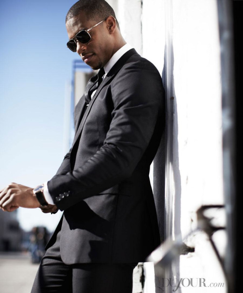 Victor Cruz Is In Control Slim sit single button blazer, $895; Pants, $495; Tie, price upon request, CALVIN KLEIN COLLECTION, 212-292-9000. Ludlow Poin-Collar shirt, $88, J. CREW, jcrew.com. Jules Audemars Extra-thin watch, $25,000, AUDEMARS PIGUET, 212-688-6644. Linford sunglass, $495, OLIVER PEOPLES, oliverpeoples.com. Tie bar, $15, THE TIE BAR, thetiebar.com. http://dujour.com/2013-04/930/victor-cruz-is-in-control#05