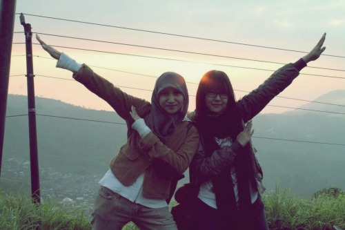 barashiki:  with my classmate, travel-partner, my best friend, my sista, my lolibaba (?) tenchu. best partner so far :3  awawawawaaaa that is so qt bby aaaaah my kawaii mate sobsss