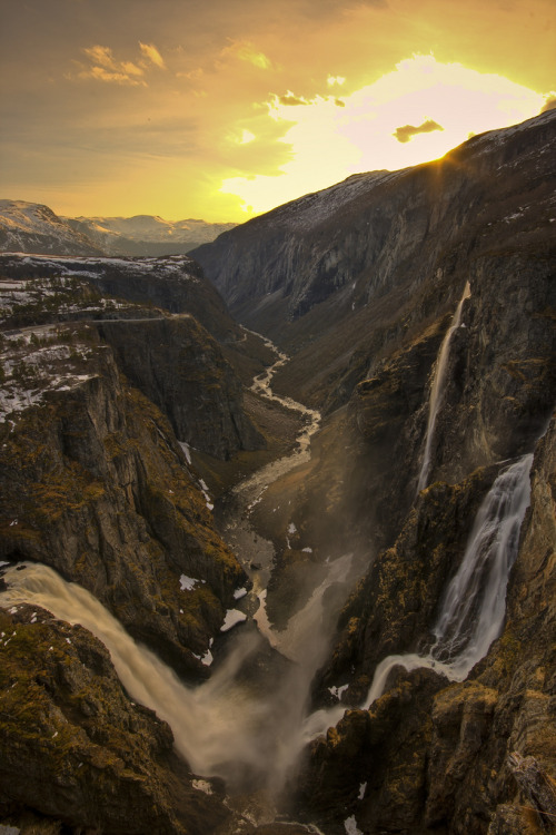 torace:  Beautiful Vøringsfossen (by Johannes Heine)