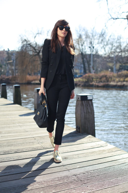 We're completely taken with this all-black look! Especially the DL1961 Emma Legging Jeans! Shop the jeans here. Take a look at Andy's Style Scrapbook blog for inspiring looks!