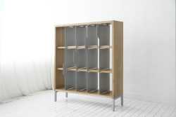 "doubledaybooks:  Digging this ""tabbed"" bookshelf with moveable dividers."