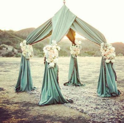 lacedinweddings:  Perfect setup for a beach wedding