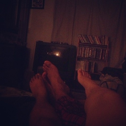 Day 3 : evening #doingthemadayearly #legs #boyfriend #thunderthighs #dark #januaryphotochallenge #challengeaccepted #love #carlo #merp #goodnight #Instagram