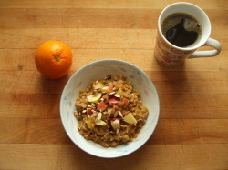 garden-of-vegan:  navel orange, oatmeal with molasses, cinnamon, apple, and almonds, coffee