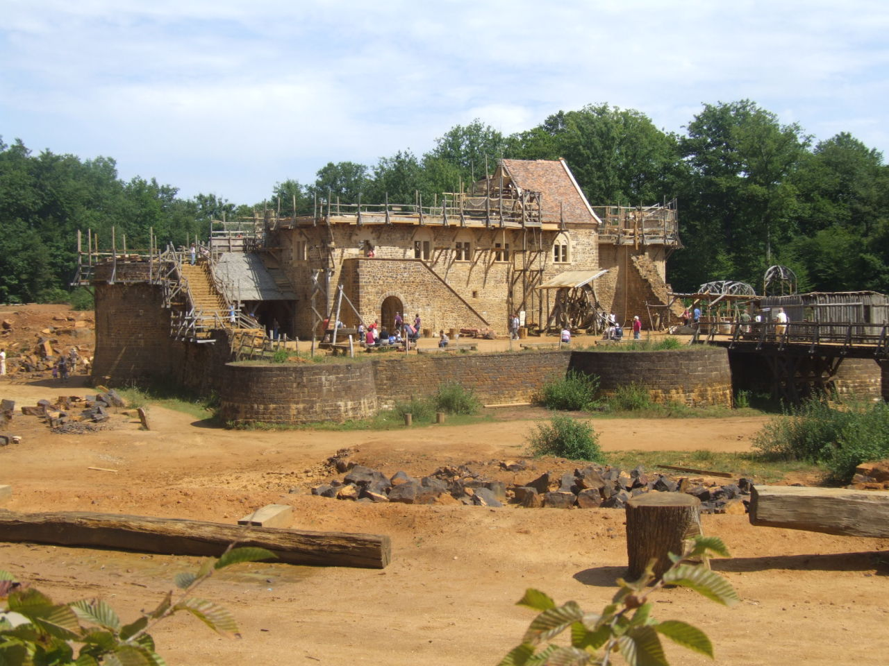 The Guédelon Castle In the heart of Puisaye, in Yonne, Burgundy, a team of fifty people have taken on an extraordinary feat: to build a castle using the same techniques and materials used in the Middle Ages.  The wood, stone, earth, sand and clay needed for the castle's construction are all to be found here, in this abandoned quarry. Watched by thousands of visitors, all the trades associated with castle-building - quarrymen, stonemasons, woodcutters, carpenters, blacksmiths, tile makers, basket makers, rope makers, carters and their horses - are all working together to complete the castle. Work on the site began in 1997 and is scheduled to take 25 years to complete. Visit the project's official site