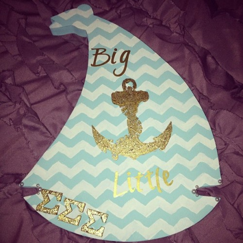 amandabellerogue:  Boat I made for my big! #chevron #anchor #trisigma #sigmasigmasigma #sorority #sororitypaddle