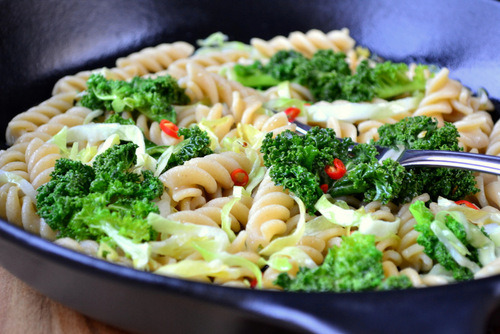 prettygirlfood:  Kale & Cabbage Pasta Ingredients (serves 3-4): • 300g pasta, fusilli or similar • 2 large handfuls of very roughly chopped kale • ¼ of a head of white cabbage, shredded • 2 cloves of garlic, mashed • 1-2 red chillies, finely sliced • 3-4 tbsp olive oil • Salt and pepper Method: 1. Boil the pasta in some well salted water. Once cooked through set it to one side and begin to fry the garlic in around 1 tbsp of the olive oil. This is best done in a large, heavy-based frying pan. 2. Making sure not to let the garlic burn add the cabbage and kale, toss for a few seconds and then add the pasta and the remaining olive oil. Continue to toss until well coated. Serve with a scattering of chilli and a little parmesan (if desired).