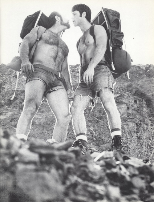 #shirtless #backpackers #gay_kiss