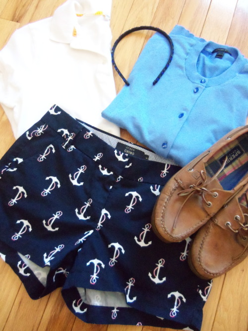 aprettypreppylife:    OOTD Polo, Cardigan, Shorts, & Headband: J.Crew  |  Shoes: Sperry
