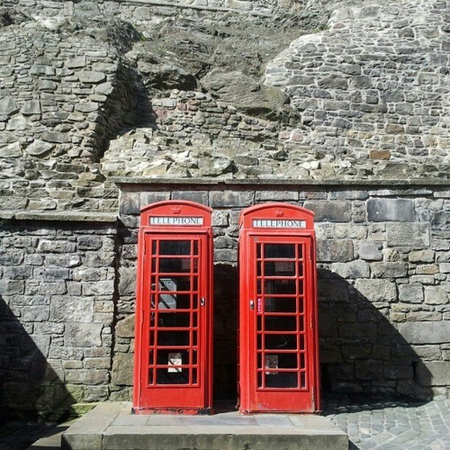 focuspocus:  Phone booths at #Edinburgh #castle #red #Scotland #photooftheday #picoftheday #nofilter #jj #travel #photography #igers #Insta_daily