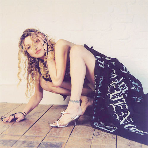 m-oribundslut:   [7/100] favorite pictures of Courtney Love