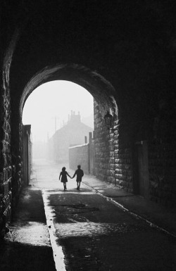m3zzaluna:  gorbals children a boy and a girl hold hands under an archway in the gorbals, a slum district of glasgow, january 31, 1948. photo by bert hardy.