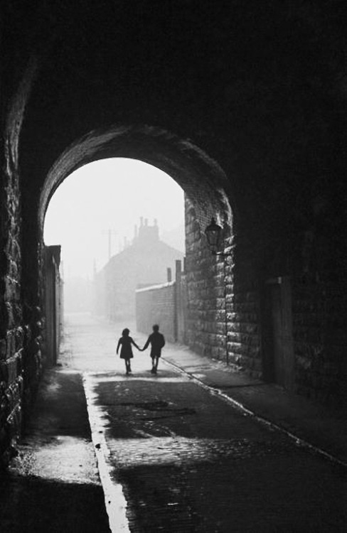 Bert Hardy Gorbals children. A boy and a girl hold hands under an archway in the gorbals, a slum district of glasgow, january 31, 1948 Thanks to m3zzaluna