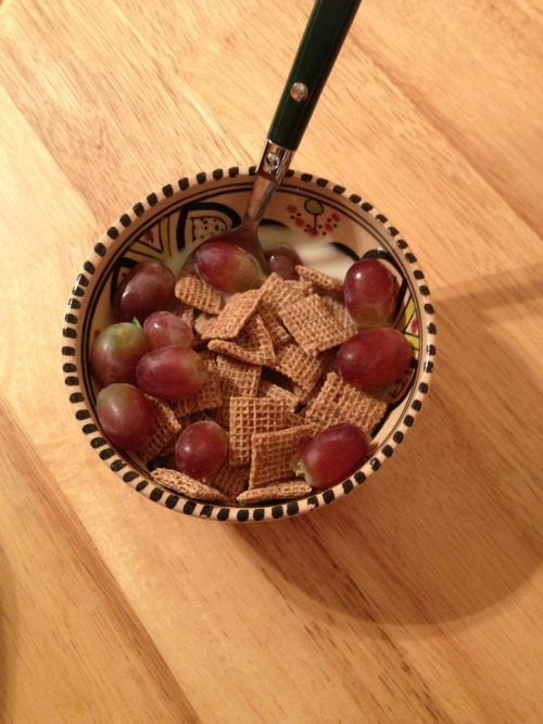 Shreddies with almond milk and grapes