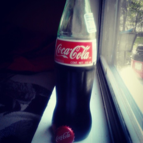 Nothing like having a nice #cold #coke on a #hot #spring #day #awesome #drinkporn #red #white #crisp #import #mexican #latina