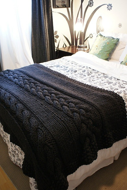 somuchyarnsolittletime:  (via Throw Blanket / Rug Super Chunky Double Cable #knit | knitting)