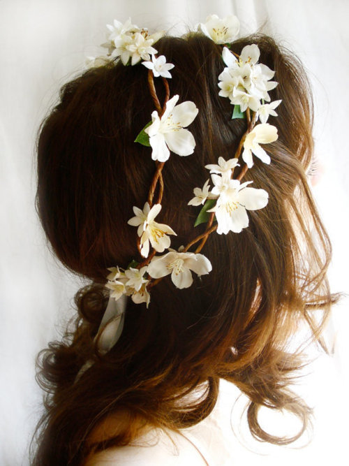 alexisnatoli:  flower hair | via Tumblr on @weheartit.com - http://whrt.it/115d6Pi