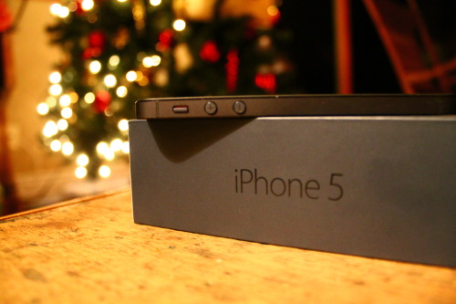 obeym4-lik:  hipster-jesus:   My new iPhone 5! c:  ugh I wish