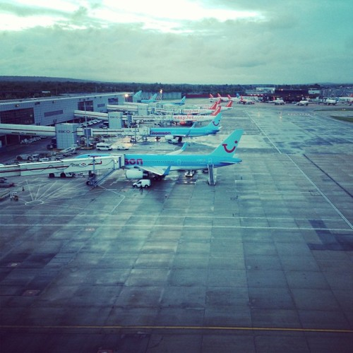 mingphotographer:  #planes #gatwick #airport #gate #terminal (at London Gatwick Airport (LGW))