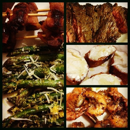 dinner w/ @shraymond b4 #bourbon&gingers. roasted #asparagus, #bacon-wrapped dates, skirt #steak, #shrimp, & spanish #goatcheese over baguette. #bonappétit #piedmontphoodie #nomnomnom  (at apartment 5)