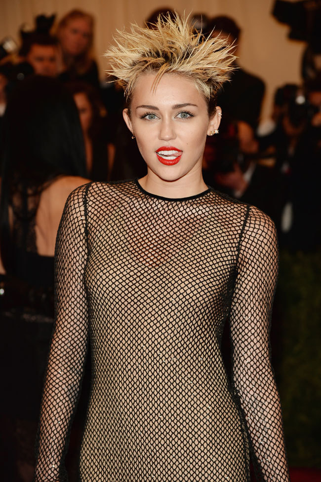 kali-st0le-my-heart:  Miley Cyrus - 2013 Met Gala  Wearing: Marc Jacobs