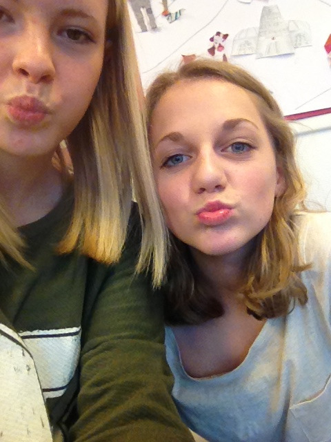 Just chilling in School with má guuurl! ❤
