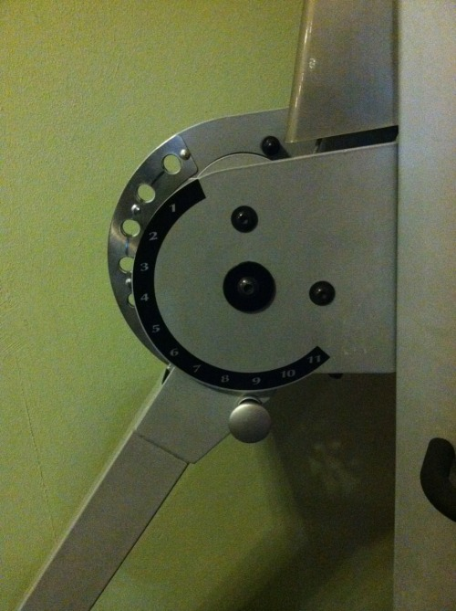 fullyactivated:  staringanew:  Cable machine is smiling at me.  Checking you out for real. You must have that good form.