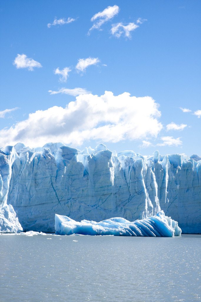 hesito:  Perito Moreno Glacier (by Trapper Photos)