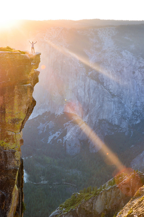 vurtual:  Glory (by blupic)