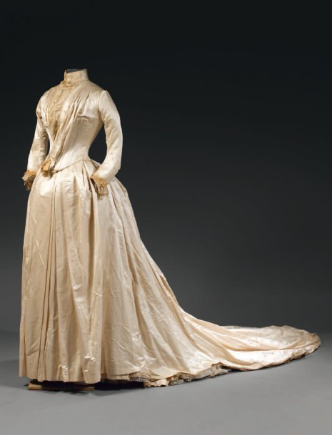 fripperiesandfobs:  Wedding dress ca. 1890 From Thierry de Maigret