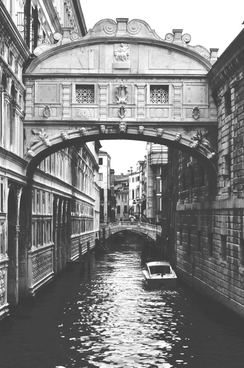 10knotes:  tzhongphoto: Bridge of Sighs, Venice by Tiffany Zhong  This post has been featured on a 1000notes.com blog.