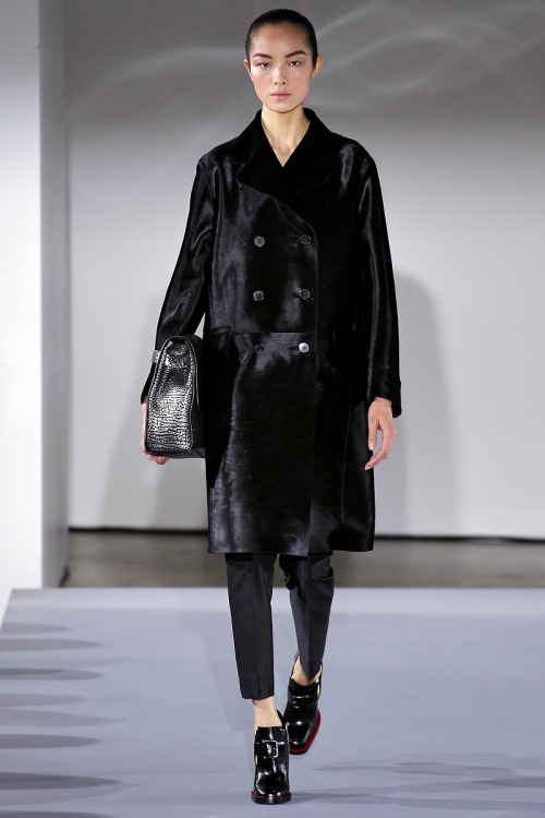 willycheesesteak:  yourmothershouldknow:  Jil Sander Otoño/Invierno 2013 Semana de la Moda de Milán ….. Jil Sander Autumn/Winter 2013 Milan Fashion Week