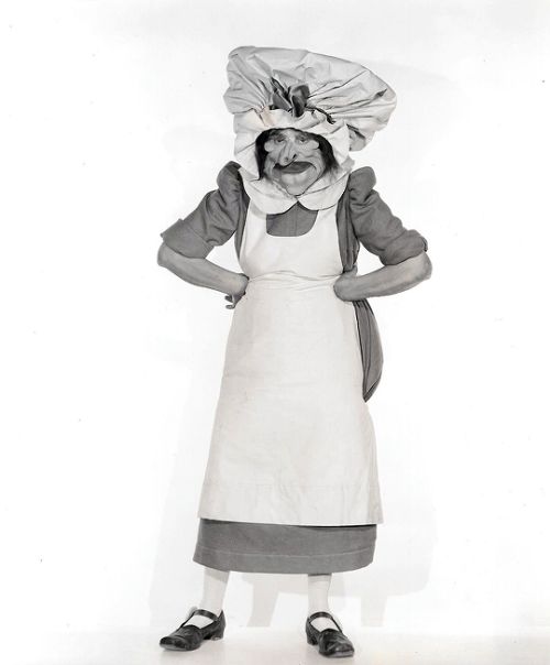 Lillian Harmer as the Cook from Alice in Wonderland (1933). Image Courtesy of ebay seller vasaria43.