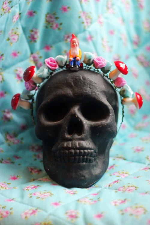bobskeleton:  My good friend Yorick modelling the Gnome hairband I've just made! Aint it pretty?