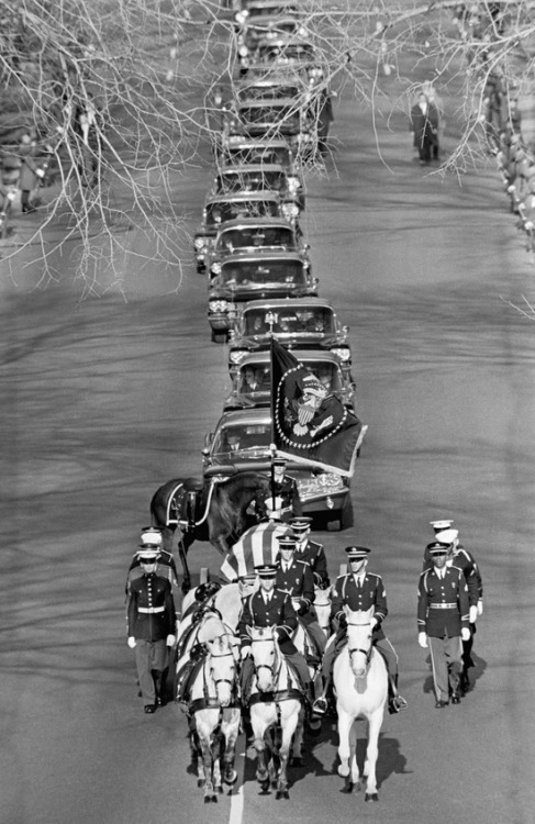 cosmosonic:  Funeral of President John F. Kennedy. The procession included a caparisoned horse - a riderless horse with boots facing backwards in the saddle. Nov 25, 1963