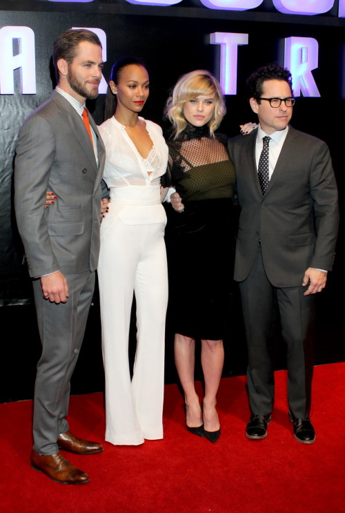 fuckyeahhotactress:  Chris Pine, Zoe Saldana, Alice Eve and J.J. Abrams - Star Trek Into Darkness Mexico City Premiere, May 7th