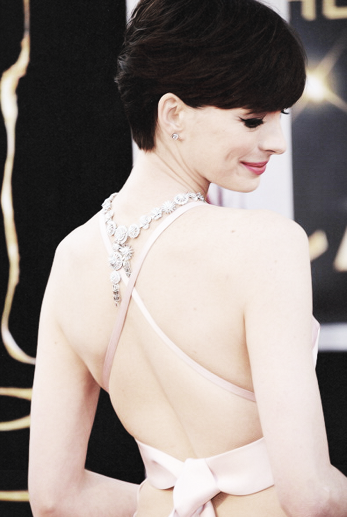 stark-queen:  Anne Hathaway at the 85th Annual Academy Awards