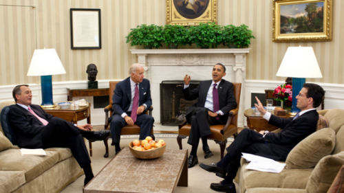 joebidenlookingatstuff:  Joe Biden looking at President Obama while hanging out with a couple trolls.