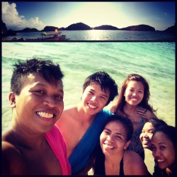 gelodelacruz:  Our very own island! 🌴 @tomatocf @chesterfabian @slsanchez @akirehsiri #goodtimes #summer #pangasinan (at Hundred Islands)