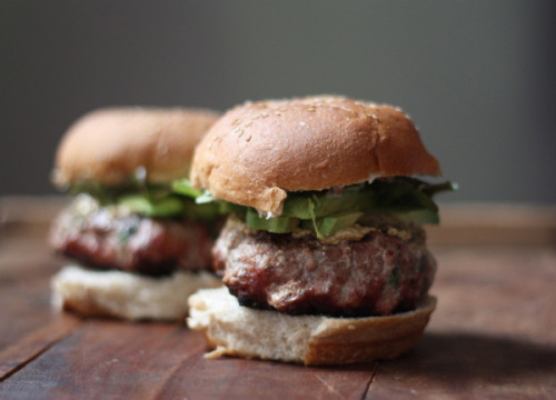 timvidraeats:  Recipe: Backyard Grilled Brie Stuffed Turkey Burgers with Avocado and Greens
