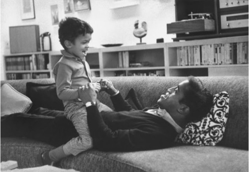 tashahfrench:  oeuf-nyc:  Sammy Davis Jr. plays with his son, Mark Davis - 1964.  Such an incredible artist.