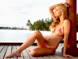 brooklyn-decker-is:  flawless