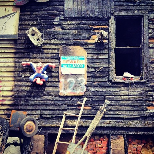 Three days post arson. #heidelbergproject #theheidelbergproject #detroit #tyreeguyton (at The Heidelberg Project)