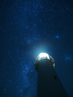 theflow-theme:  Cape Egmont Lighthouse and the Milky Way by blue polaris