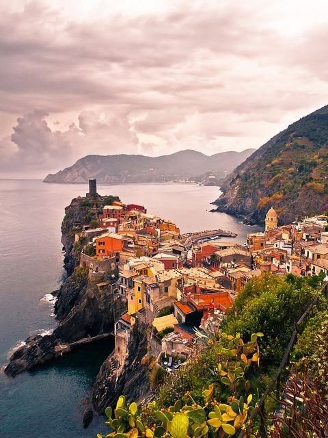 Cinque Terre, Vernazza, Italy photo via evelyn