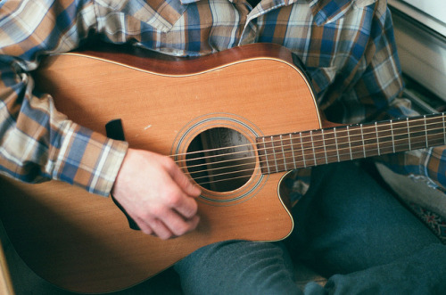 the-englishroses:  guitar man by HHARPIE on Flickr.