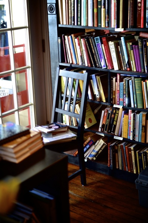 apollo-cabin:  Bookstore in Annapolis (by Corey Sentz)